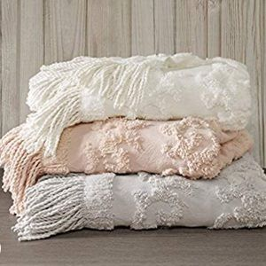 Chenille Tufted Fringed Chic Blanket